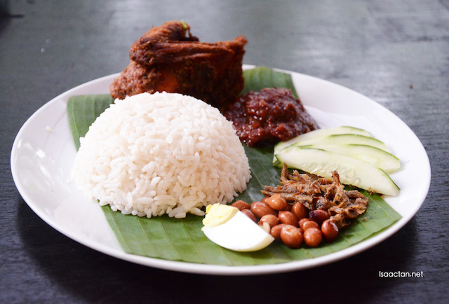 Nasi Lemak Kukus Tradisi - RM8.90