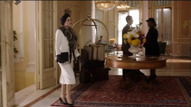 Sira Quiroga traje blanco. El tiempo entre costuras. Capítulo 8.
