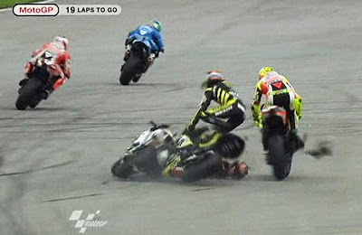 marco simoncelli crash sepang 2011 Crash Video of Marco Simoncelli at Sepang 2011
