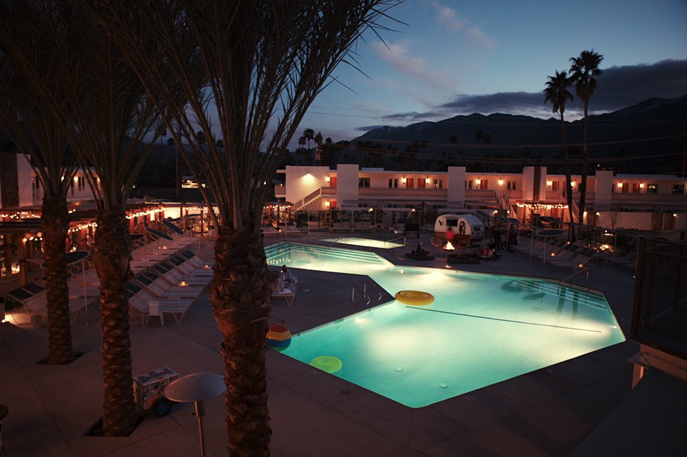 Rough luxe design the ace hotel swim club in palm for Design hotel palm springs