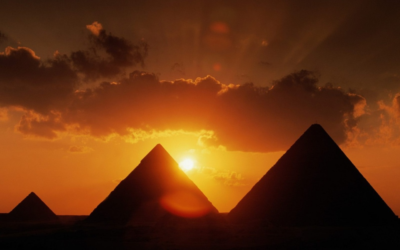 http://1.bp.blogspot.com/-FudHtlIdNmo/Tk8Snqt5gMI/AAAAAAAAAWI/fAYxsBx5BYA/s1600/16412-1440x900-Pyramids-at-Sunset.jpg