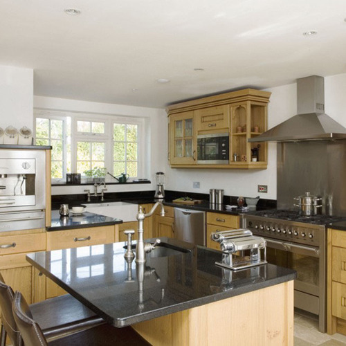 Traditional kitchen for Oak kitchen designs photos