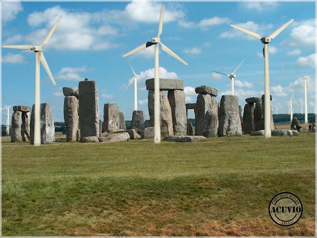 Turbine eoliene la Stonehenge Anglia