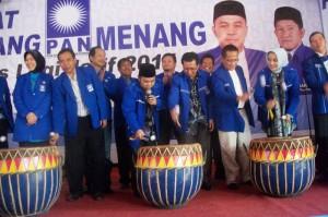 Bersama Gubernur Bengkulu, Walikota Bengkulu, Semangat Menabuh DOL Alat Musik Tradisional Bengkulu