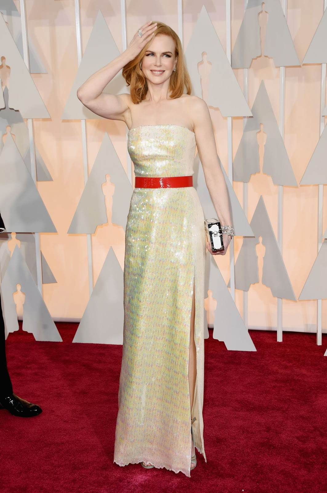 Nicole Kidman wears sequinned Louis Vuitton to the 2015 Oscars in Hollywood