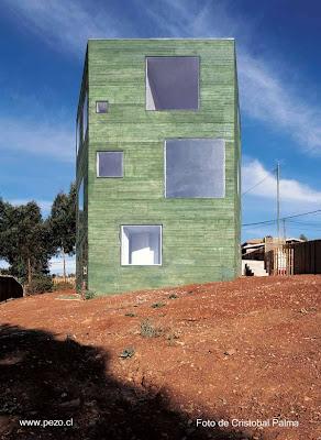Casa moderna de madera tipo torre en Chile