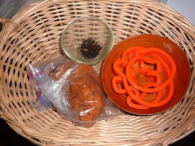 Halloween-Playdough