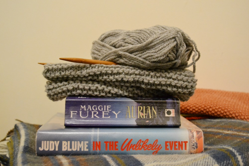 knitting reading library books chunky wool scarf