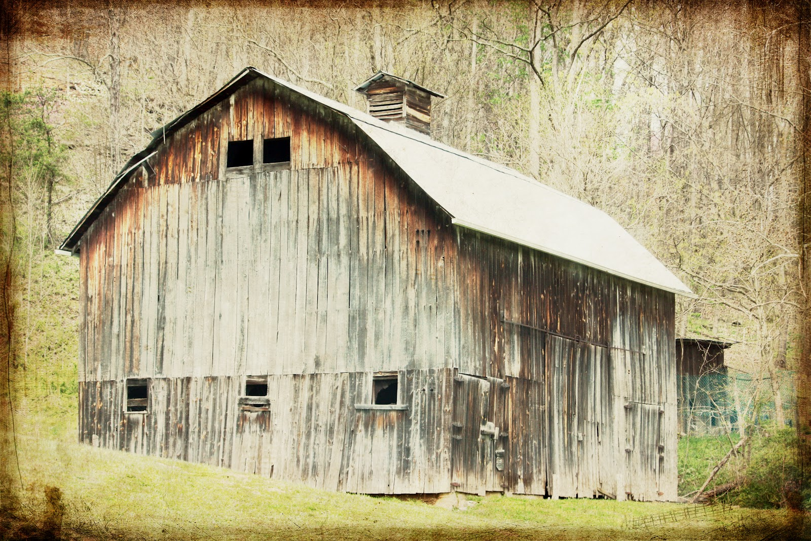 round the bend barn charm old and weathered