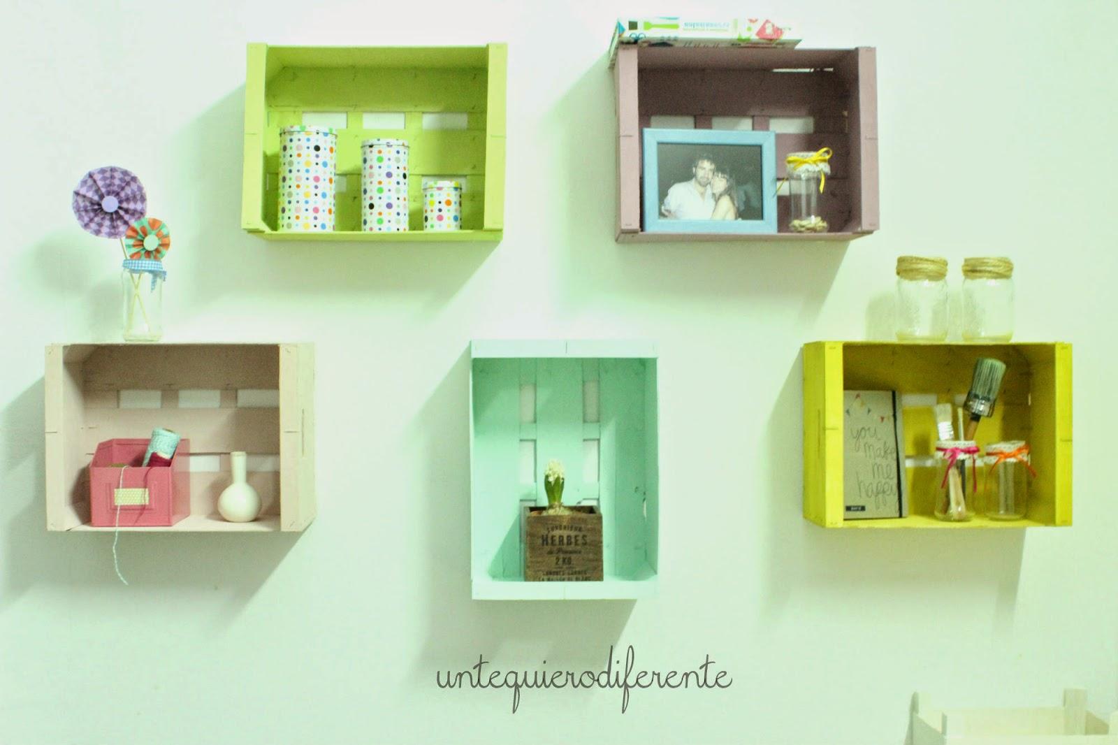 Un te quiero diferente: Decoración low cost: estanterías con cajas