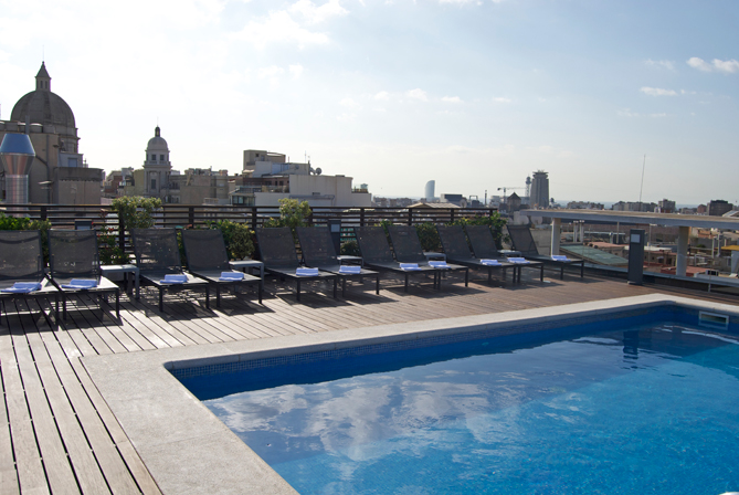 Barcelona Hotel Jazz rooftop pool