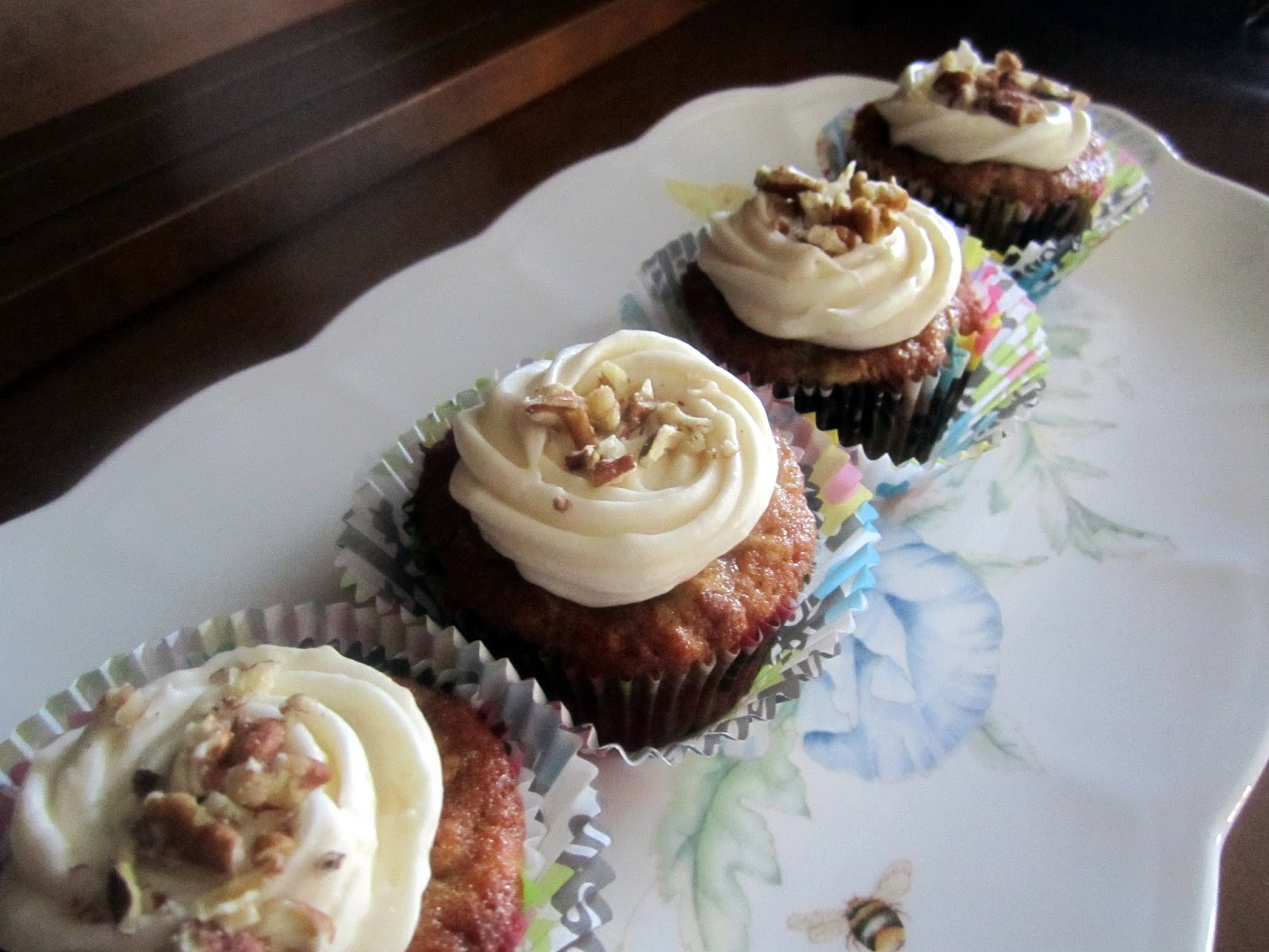 HUMMINGBIRD CUPCAKES WITH CREAM CHEESE FROSTING