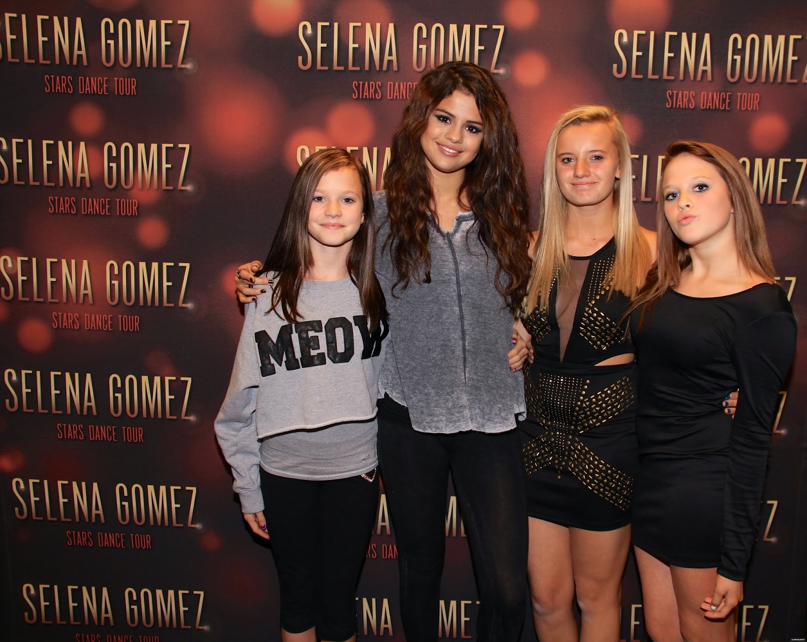 Selena gomez style stars dance world tour meet greet columbus stars dance world tour meet greet columbus ohio nov 23 2013 m4hsunfo