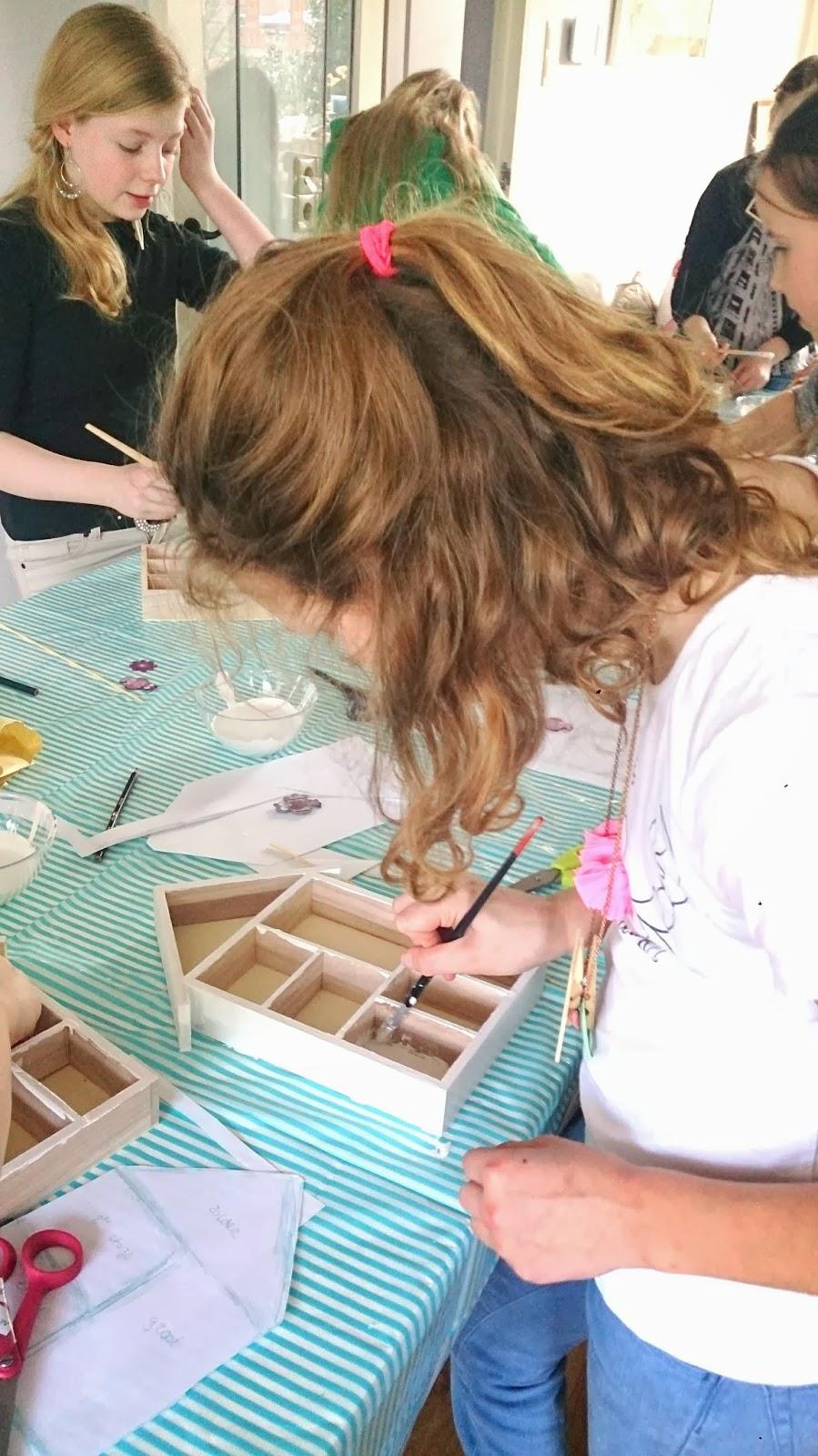 Collie-Collie: Workshop letterbak versieren op Bridget's kinderfeestje