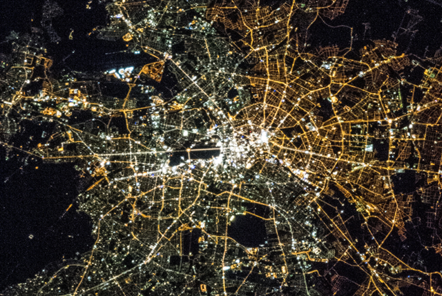 When the city was still divided, sodium bulbs were used to light up the streets in East Berlin. Whereas in West Berlin the Allies used mostly halide bulbs. The difference is still apparent today.