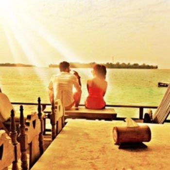 Nikita Willy dan Diego Michiels Mesra di Pantai