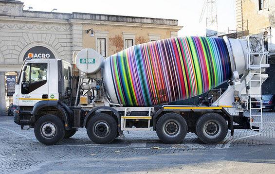Hipnotizante camión hormigonera por el artista urbano Mimmo Rubino