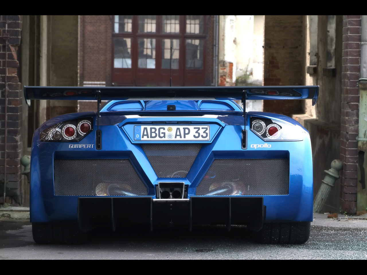 http://1.bp.blogspot.com/-Fw9K5G_rA20/TnkcDidlYZI/AAAAAAAAEeY/WPHzLTwHMFw/s1600/2008-Gumpert-Apollo-Sport-Blue-Rear-1280x960.jpg