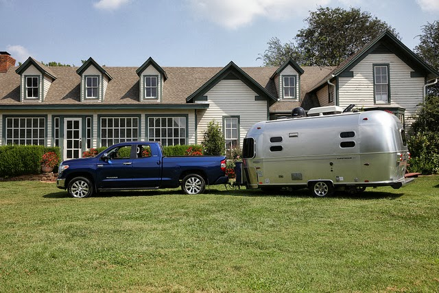 what is the towing capacity of a toyota tundra 2012. Black Bedroom Furniture Sets. Home Design Ideas