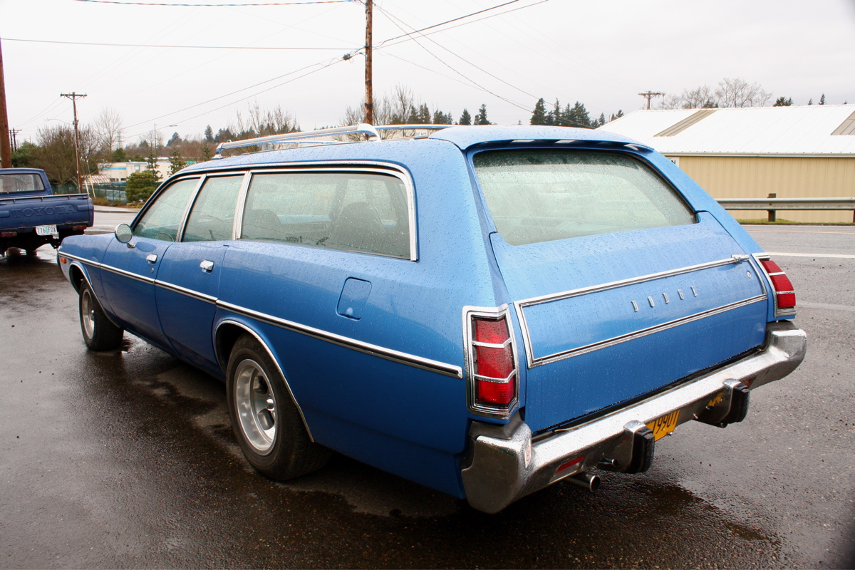 1971 Dodge Coronet Wagon.