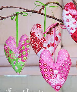 http://translate.googleusercontent.com/translate_c?depth=1&hl=es&rurl=translate.google.es&sl=ru&tl=es&u=http://www.sew4home.com/projects/fabric-art-accents/valentines-heart-sachets&usg=ALkJrhjksusCv84VFXLB54GiPgif83azEA