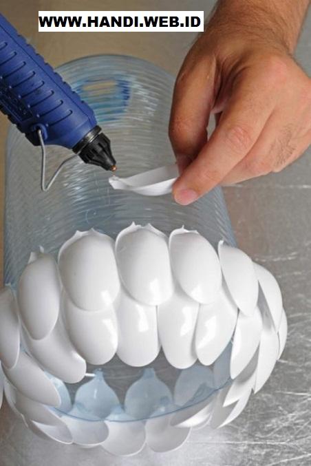 Membuat Rumah Lampu dari Sendok Plastik Bekas