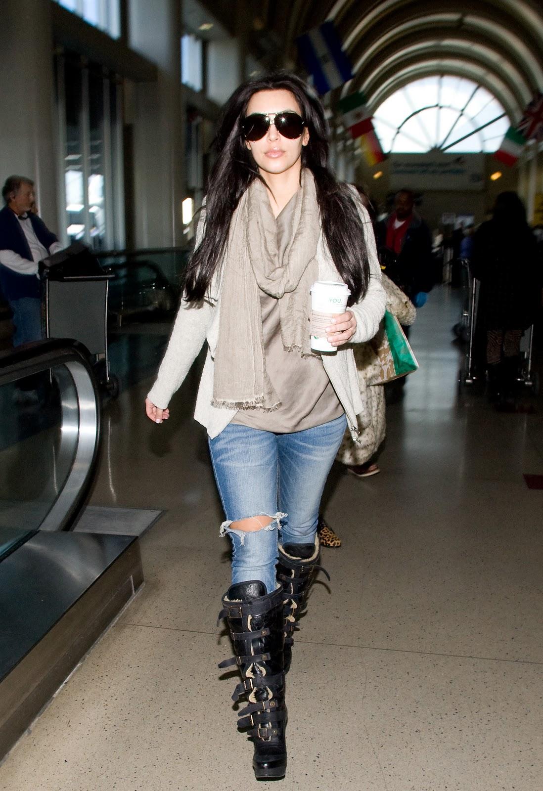 http://1.bp.blogspot.com/-FxKnWk0BuLk/TVy35s7TY0I/AAAAAAAAB4I/jSP7wcKPsMQ/s1600/la+modella+mafia+Kim+Kardashian+jocked+accessories.jpg