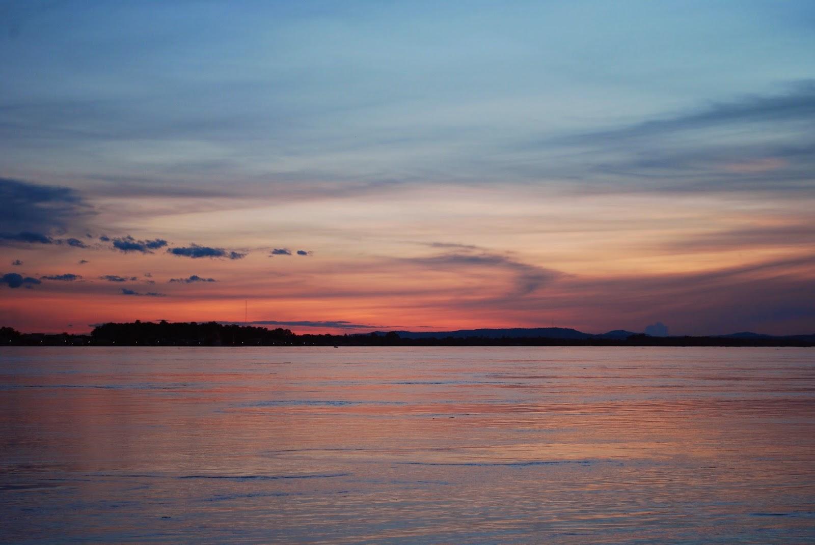 Vientiane-Laos-sunset-mekong