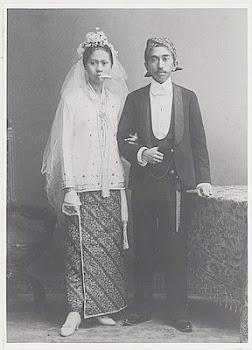 Wedana Teluk Naga RM Hendradiningrat & Istri