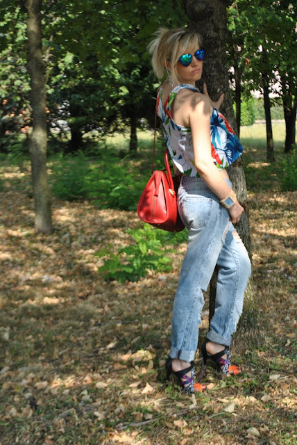 come abbinare il crop top jeans boyfriend abbinati al crop top jeans strappati abbinati al crop top crop top stampa a fiori abbinato ai boyfriend jeans mariafelicia magno fashion blogger colorblock by felym fashion blog italiani fashion blogger italiane blog di moda outfit 22 luglio 2015 outfit estivi outfit estate 2015 outfit estivi donna outfit casual donna normcore outfit boyfriend outfit street style crop top outfit street style jeans strappati come abbinare i jeans strappati how to wear boyfriend jeans how to combine boyfriend jeans floral crop top outfits