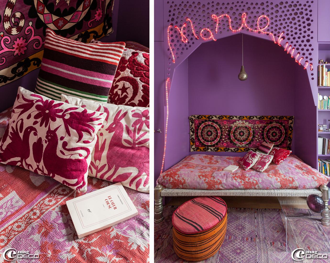 Dans une chambre de l'appartement de Stéphanie de Saint Simon, un sharpoy 'Ouma Productions' et un coussin rayé 'Lindell & Co'