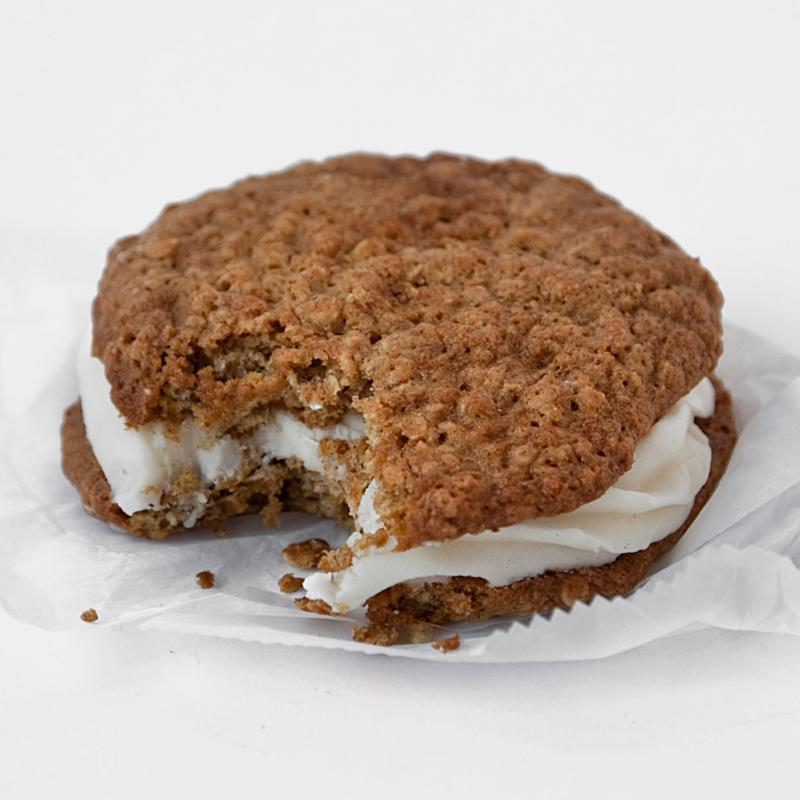 Popular Recipes and Cooking: CHEWY OATMEAL WHOOPIE PIES