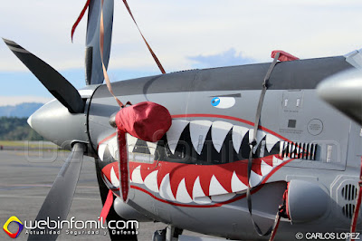"""Detalle del """"nose art"""" de un A-29B Supertucano de la Fuerza Aérea Colombiana."""