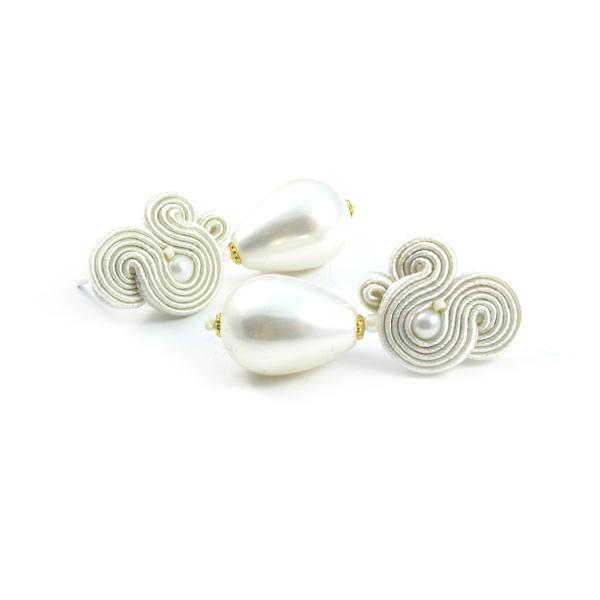 Delikatne kolczyki ślubne z perłami