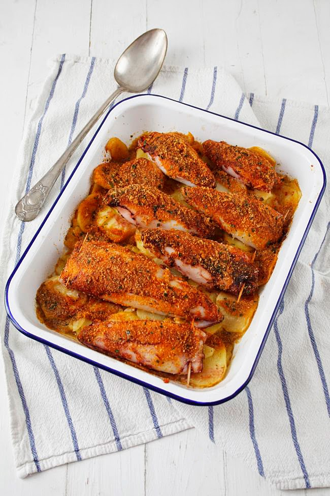 Calamars farcits al forn a l´estil menorquí. Calamares rellenos al horno al estilo menorquín