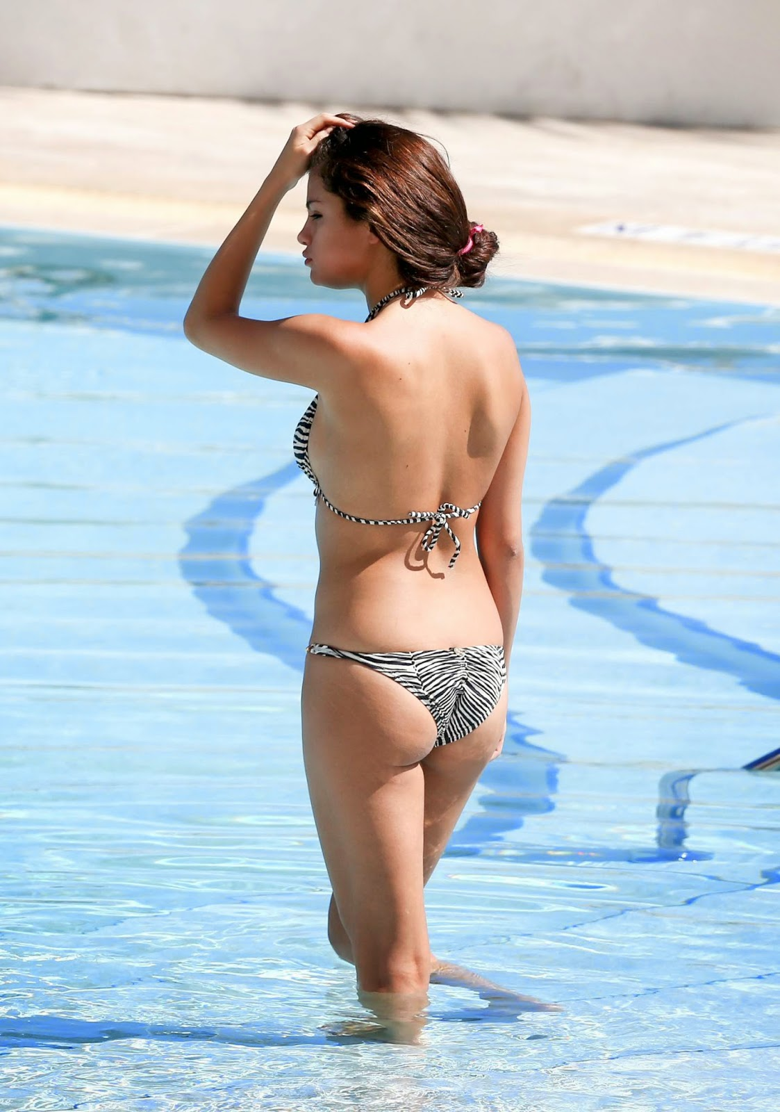 Selena Gomez cute ass
