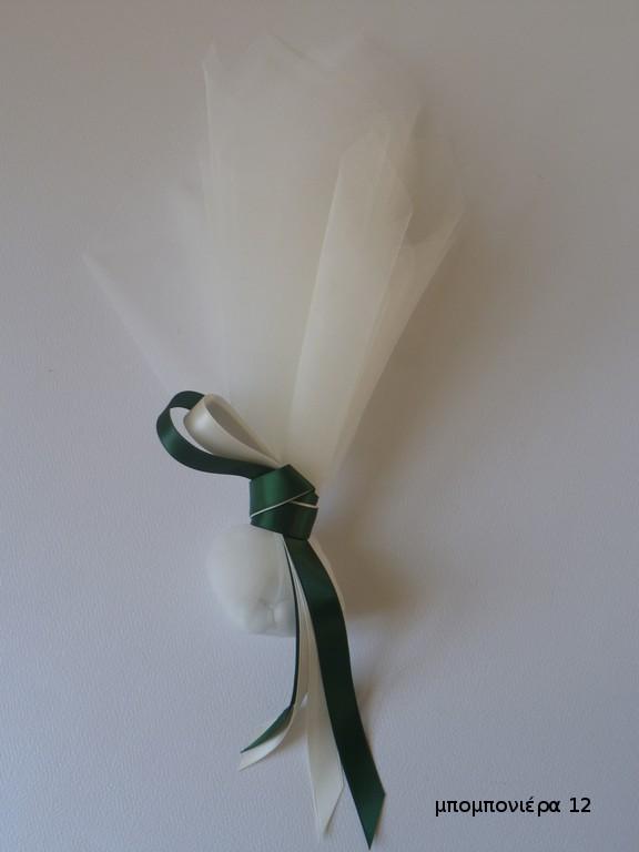 μπομπονιέρα γάμου λευκό τούλι και σοκολατένια κουφέτα