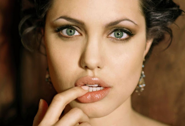 Angelina+Jolie+hot+lips+photos