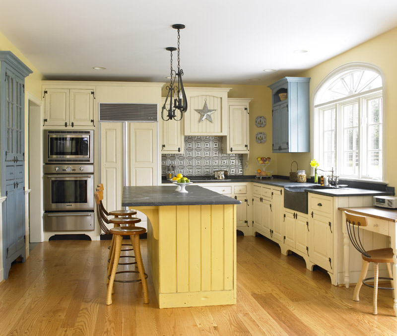 Kitchen Island With Seating Casual Cottage