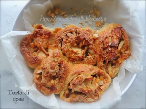 torta di rose con mini-brioches