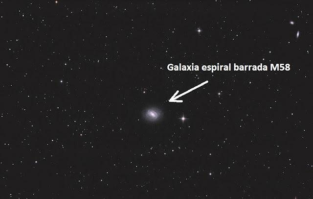 galaxia espiral barrada M58