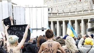 "Ativistas seminuas mandam o Papa ""calar a boca"""