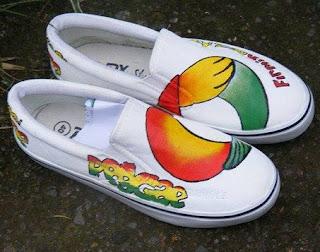 Sepatu Lukis Casual Motif Bunga