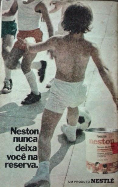 Propaganda antiga da Nestlé para promover o Neston como força e energia para crianças.