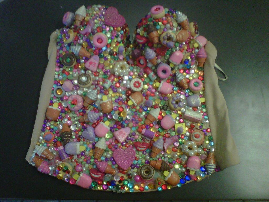 http://1.bp.blogspot.com/-FznL23t_0E0/TsKS_ijOw8I/AAAAAAAAMhE/RQoyoh0UyAs/s1600/corset%2B2.jpg
