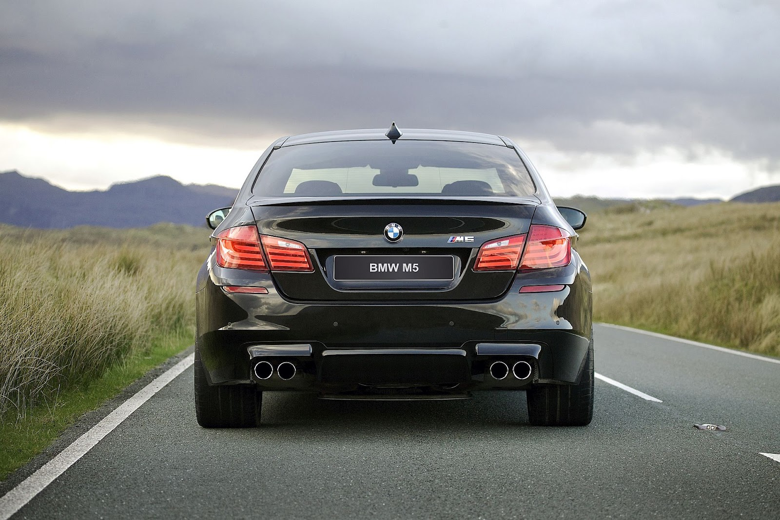 in4ride 2012 bmw m5 the drive the fright the calm. Black Bedroom Furniture Sets. Home Design Ideas