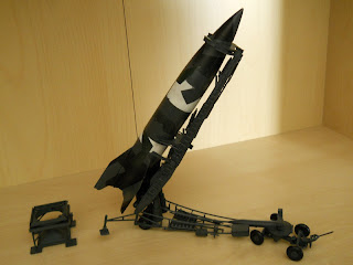 diorama de lanzamiento de misil de largo alcance V-2