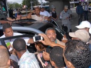 Retienen a Guido Gómez por supuestamente cargar armas de fuego