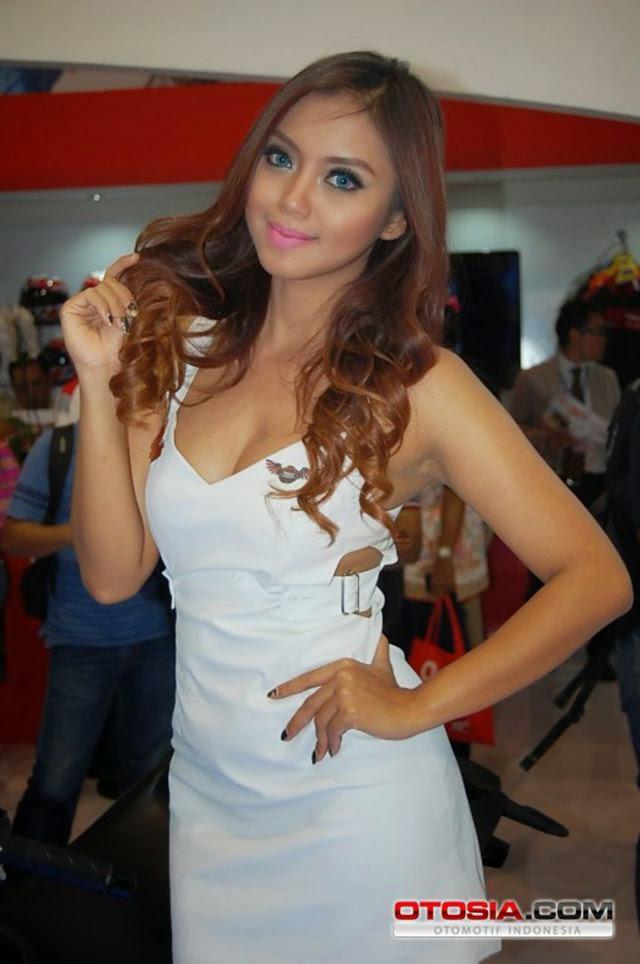 Oktavia Efendi Seksi Model Indonesia Photoshoot Lingerie