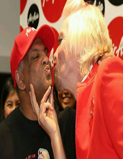 Richard Try To Kiss Tony Fernandes